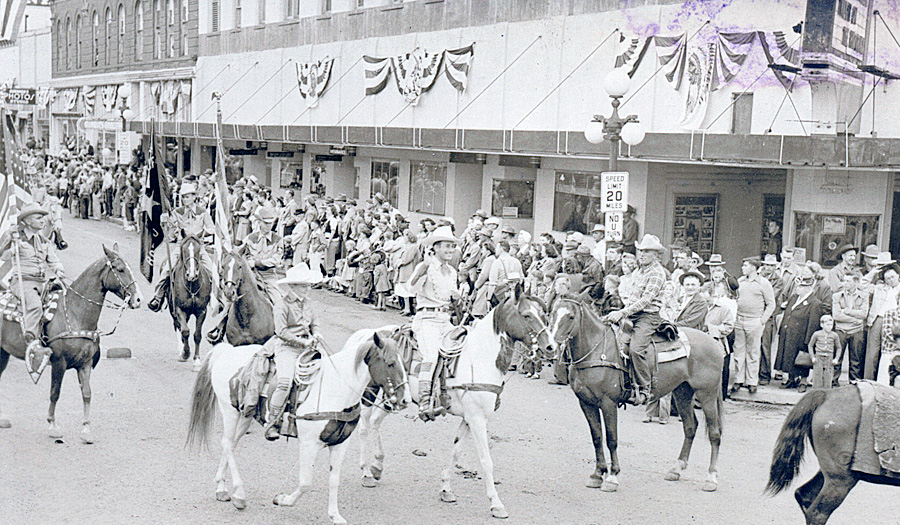 Ellensburg-Rodeo-Downtown-Parade